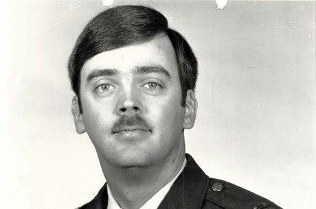 Hughes vivia na Califórnia desde a fuga