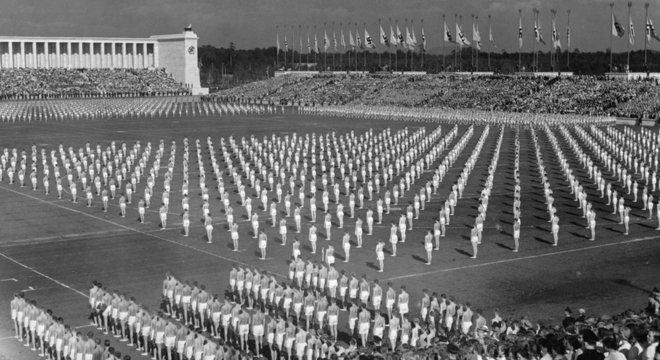 Desfiles nazistas em Nuremberg eram imponentes para sugerir que o Terceiro Reich duraria tanto quanto o Império Romano