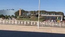Bolsonaro acompanha desfile de tanques militares em Brasília