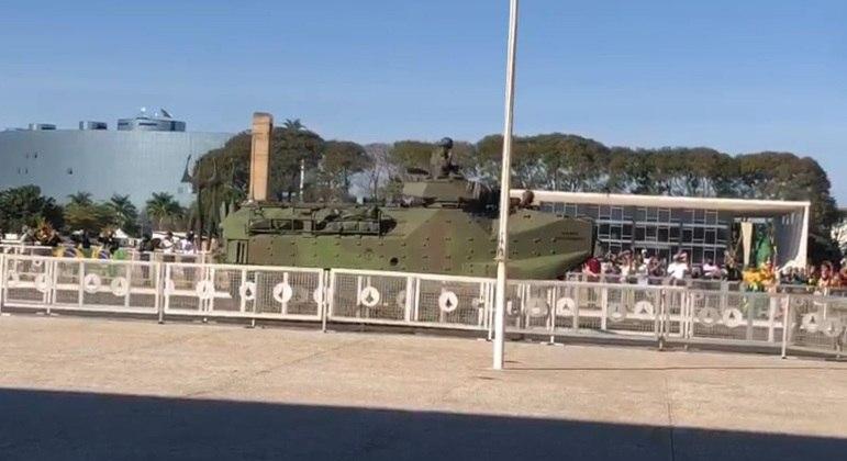 Desfile de tanques do Exército em Brasília