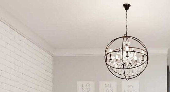design arrojado de pendente para quarto branco com parede de tijolinho