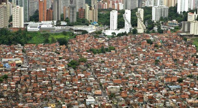 Sabesp afirma que vai distribuir caixas d'água em Paraisópolis, na zona sul de SP