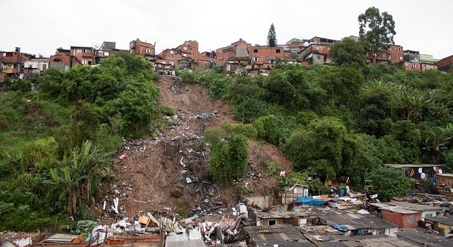 Deslizamento de terra que provocou soterramento na Grande São Paulo