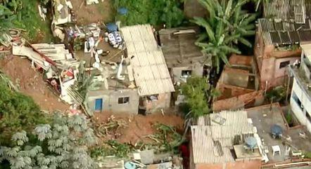 Família é atingida por deslizamento em Embu