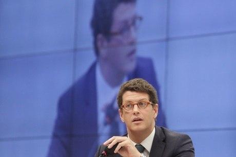 O ministro Ricardo Salles participa de Comissão