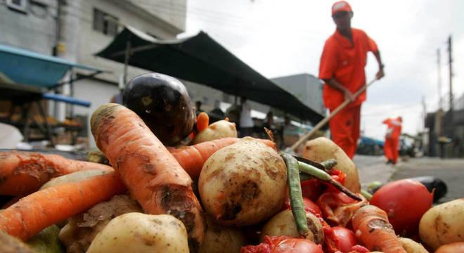 Comida é repassada para 200 entidades em São Paulo