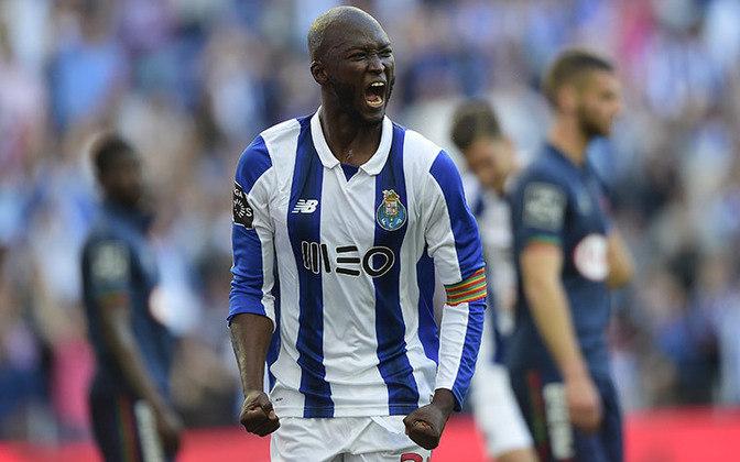 Despertando o interesse de gigantes europeus, o volante Danilo Pereira é figura constante na seleção portuguesa. Ele lidera o meio-de-campo do Porto.