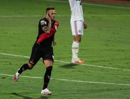 Destaque do Atlético-GO, o atacante Gustavo Ferrareis está emprestado aos goianos até dezembro deste ano, mesmo período que se encerra o contrato com o Internacional.