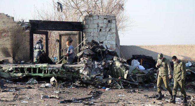 Não houve sobreviventes — os 167 passageiros e nove tripulantes morreram na tragédia