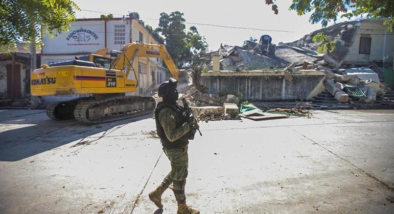 Destroços provocados por terremoto no Haiti