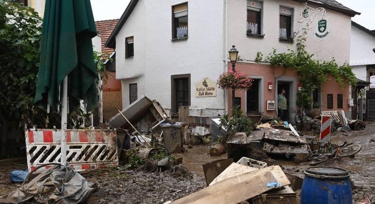 Pelo menos 165 pessoas, entre alemães e belgas, morreram em decorrência da tragédia