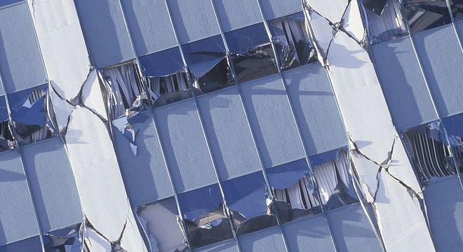 O terremoto Northridge em 1994 causou sérios danos em Los Angeles, apesar de registrar uma magnitude de 6,7