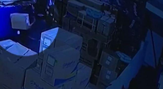 Ação foi flagrada pelas câmeras do circuito interno de segurança