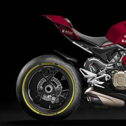 Detalhe da parte da traseira da pintura da Alfa Romeo na MotoGP