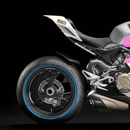Detalhe da parte da traseira da pintura da Racing Point na MotoGP