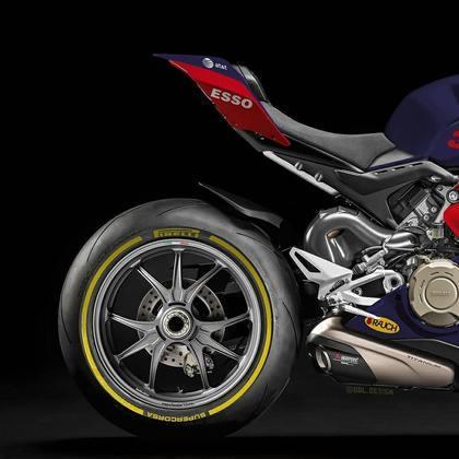 Detalhe da parte da traseira da pintura da Red Bull na MotoGP