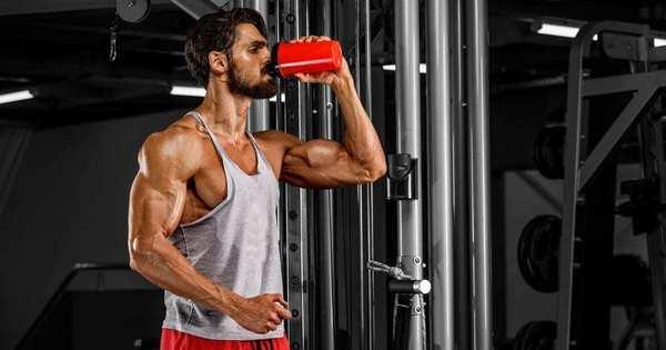 Benefícios e efeitos colaterais de 7 suplementos pré-treino populares