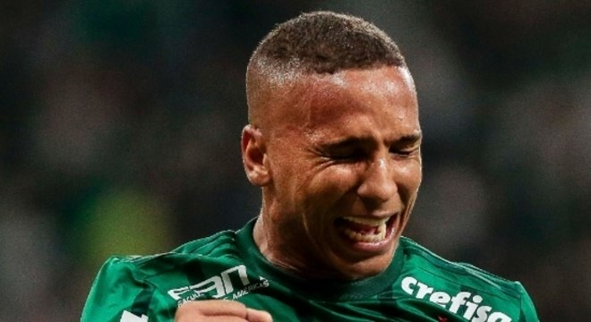 0f9a1af20c As lágrimas de Deyverson. Jogador estava pronto para ir embora do Palmeiras