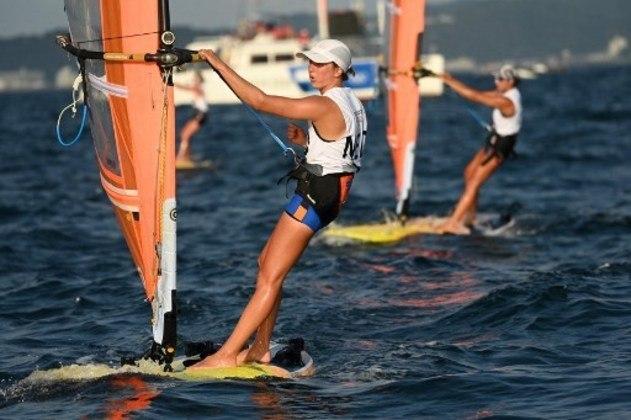 Dez minutos depois, Patrícia Freitas participa das regatas 7 a 9 na classe RS:X.