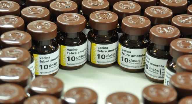 Ministério informa que, apesar da disponibilidade de vacinas contra a febre amarela, procura por imunização é baixa