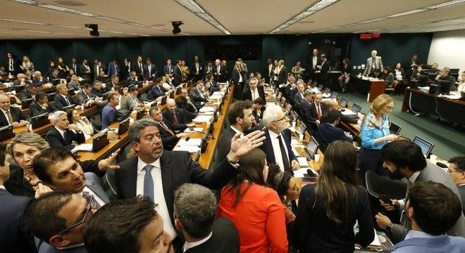 Reunião da Comissão de Constituição e Justiça (CCJ) da Câmara, em Brasília