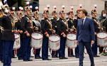 O espetáculo, que durou cerca de duas horas, terminou com o hino nacional, 'La Marseillaise', cantado por um coral de 120 jovens: alunos do ensino médio militar, membros do serviço cívico e bombeiros voluntários