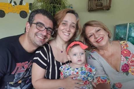 Thiago, a esposa Renata, Angelina e Diana, a caçula