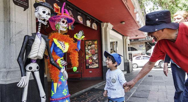 Outras culturas, como a mexicana, têm uma abordagem diferente em relação à morte