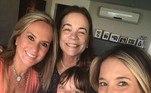 Helô Pinheiro, a eterna garota de Ipanema, tem em suas netas um verdadeiro clã feminino: Rafaella, de 12 anos, e Manuella, de 2 anos, filhas da apresentadora Ticiane Pinheiro; e a mais velha, Bruna, de 23 anos, filha de Kiki Pinheiro