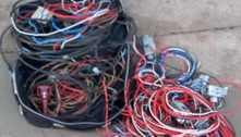 Dois homens são presos após furto de fios de energia de comércio