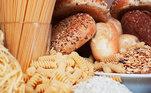 Reduzir significativamente as porções de carboidratos como pães, macarrão e frituras