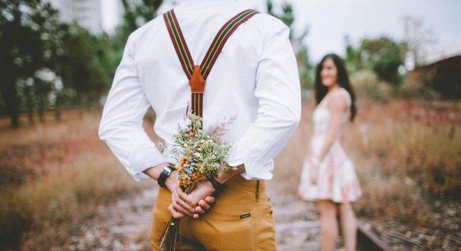 Flores são unanimidade, mas aproveite outros presentes para surpreender seu amor