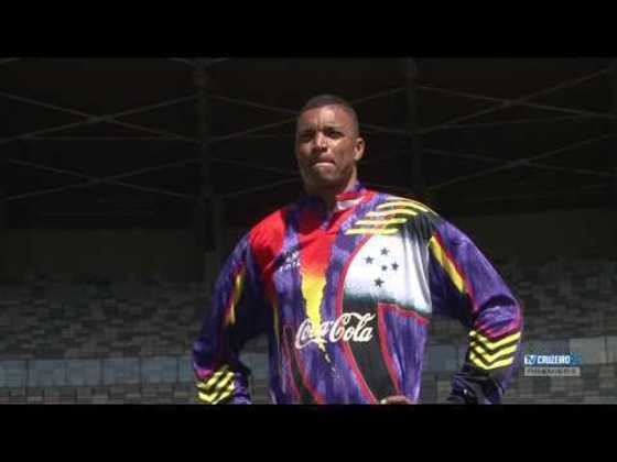 Dida foi outro goleiro que utilizou uniformes marcantes no Cruzeiro. Esse foi o modelo utilizado na conquista da Libertadores de 1997