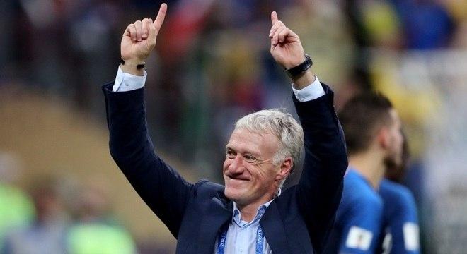 Campeão em 1998 como atleta, Deschamps comemora título como treinador