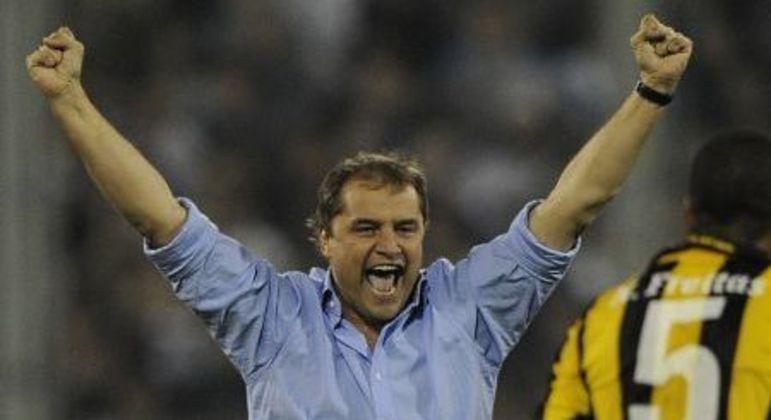 Diego Aguirre foi vice-campeão da Libertadores em 2011. Melhor trabalho