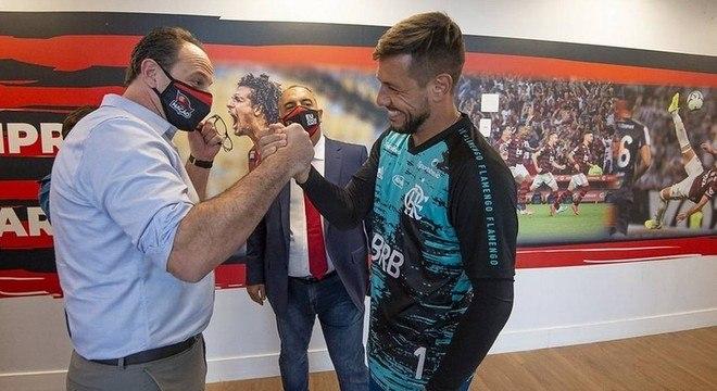 Diego Alves é o goleiro de confiança de Ceni. Mas, aos 35 anos, pode sair