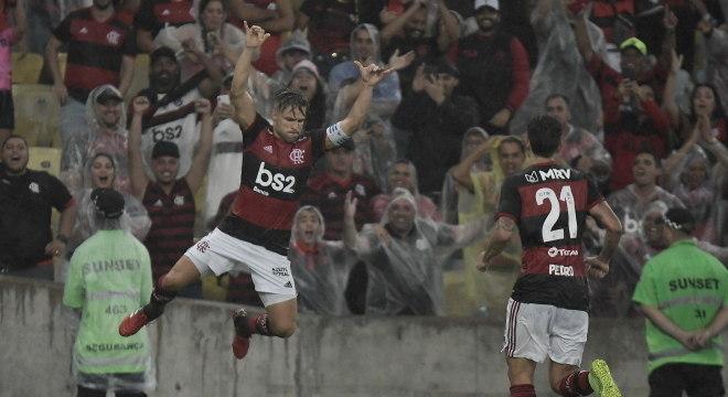 Diego marcou o primeiro gol do Flamengo na vitória sobre o Boavista