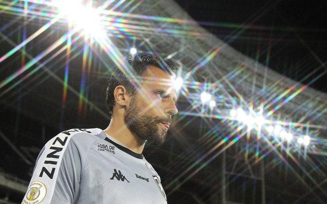 Diego Cavalieri - Com o Botafogo dando oportunidades para goleiros mais jovens, Diego Cavalieri poderia ajudar outra equipe com a sua experiência