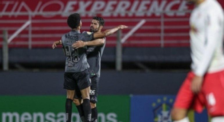 Diego começou muito bem sua passagem pelo Galo marcando o gol de empate diante do Bragantino