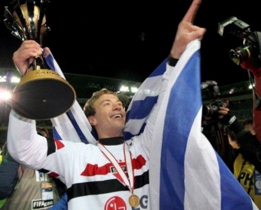 Diego Lugano foi campeão da Libertadores e do Mundial com o São Paulo no ano de 2005. O zagueiro uruguaio retornou ao Morumbi no ano de 2016, jogou uma temporada e se aposentou.