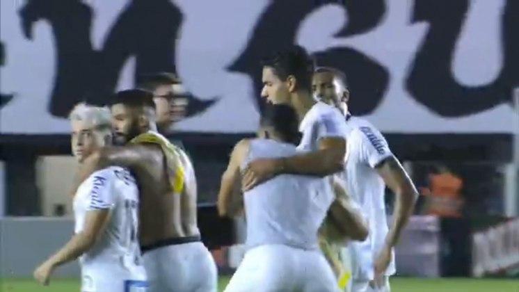 Diego Pituca e Soteldo: no intervalo de jogo entre Santos e Mirassol, na Vila Belmiro, em 2020, o meia Diego Pituca e o atacante Soteldo se desentenderam e tiveram que ser contidos pelos companheiros.