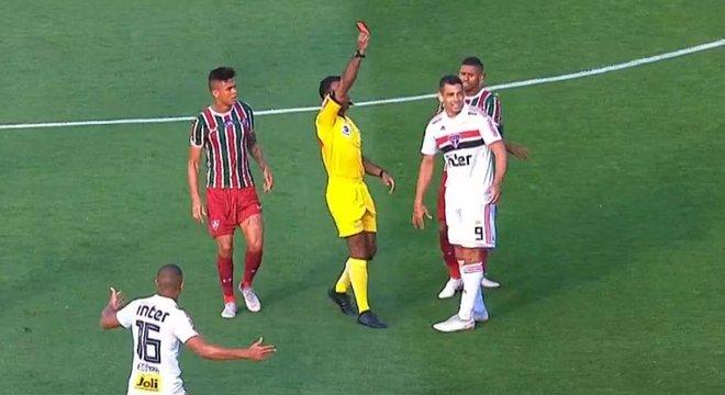 Diego Souza é caríssimo pelo fraco futebol no fim da temporada 2018