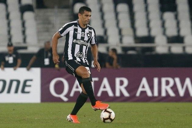 Diego Souza - Assim como Carli, Diego Souza deixou o Botafogo pelo alto salário. O atacante de 35 anos foi anunciado pelo Grêmio e se tornou peça intocável na equipe de Renato Gaúcho.