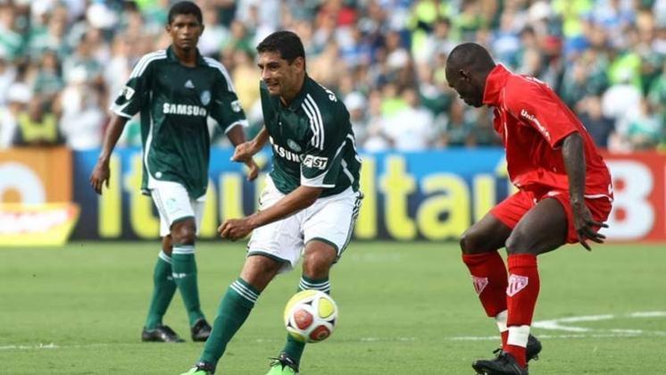 Diego Souza completa o top 10 dividindo o nono lugar, também com 22 passes que viraram gol. O meia-atacante jogou no Palmeiras entre 2008 e 2010.