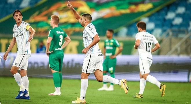Diego Souza comemora gol que abriu caminho para vitória do Grêmio