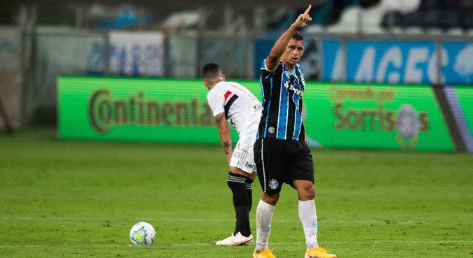 Diego Souza comemora gol do Grêmio sobre o São Paulo