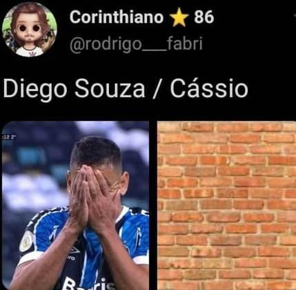 Diego Souza para em Cássio novamente e é alvo de memes