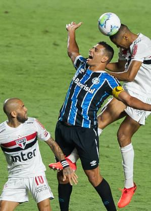 Diego Souza cuidou das ações do Grêmio