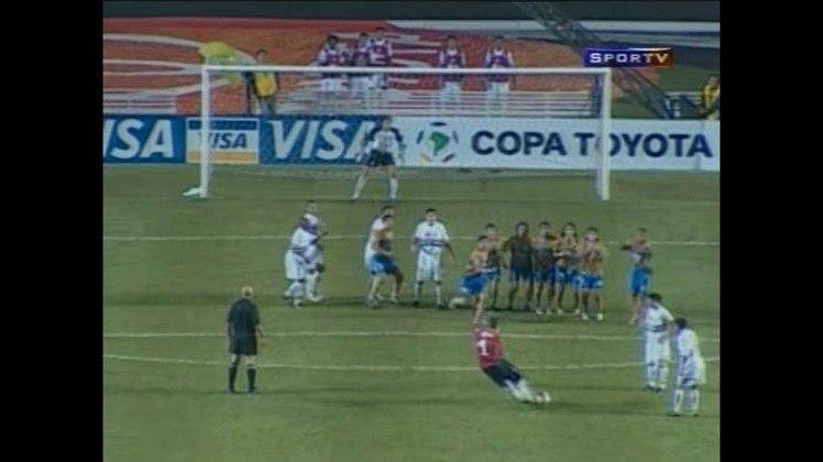 Diferente do primeiro gol, dessa vez Rogério bateu no canto do goleiro, sem chances de defesa.