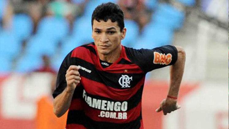 Difícil não pensar no zagueiro Ronaldo Angelim quando se pensa no Campeonato Brasileiro de 2009. Nascido em Porteiras, no Ceará, o defensor marcou o gol do título diante do Grêmio e sua regularidade e personalidade o colocaram na história do clube.